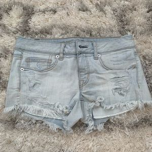 American Eagle low rise light was denim shorts